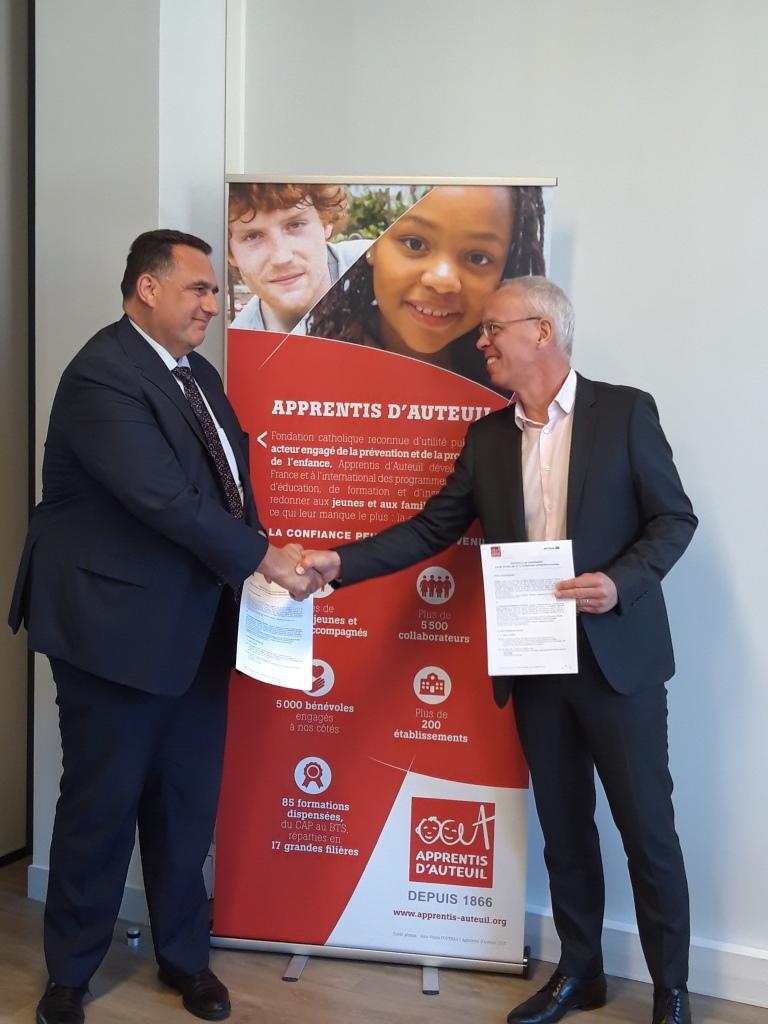 Partenariat AFTRAL poignée de main